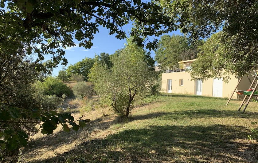 Location de vacances - Villa à Barjac - Vue depuis le jardin