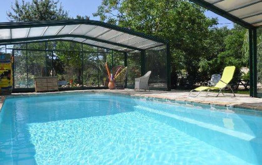 Location de vacances - Chambre d'hôtes à Cuers - piscine découverte par beau temps