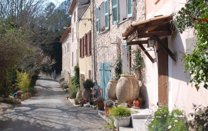 """Location de vacances - Chambre d'hôtes à Cuers - la """" grand rue """" du hameau"""