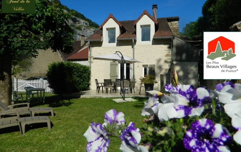 Location de vacances - Gîte à Baume-les-Messieurs - Terrasse et jardin clos. Exposition Ouest.