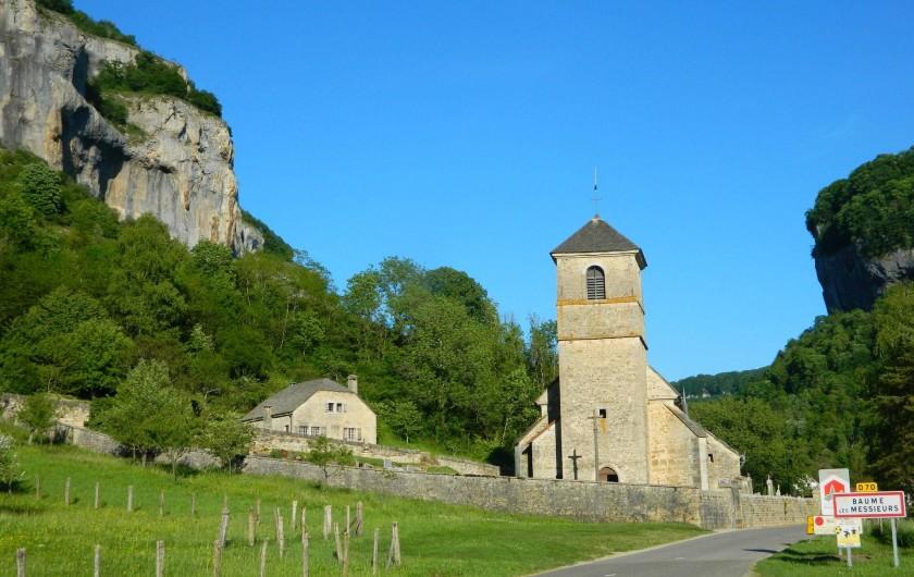 Location de vacances - Gîte à Baume-les-Messieurs - Entrée du village.