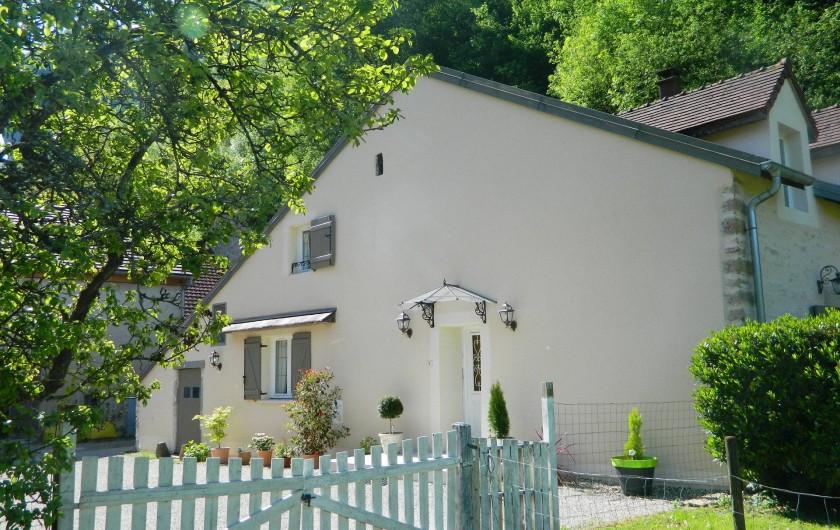 Location de vacances - Gîte à Baume-les-Messieurs - Côté cour.