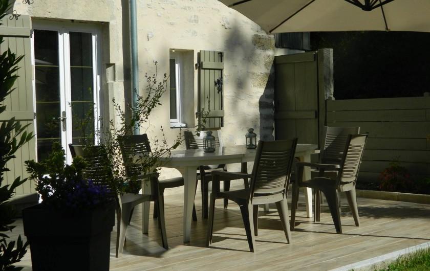 Location de vacances - Gîte à Baume-les-Messieurs - Grande terrasse