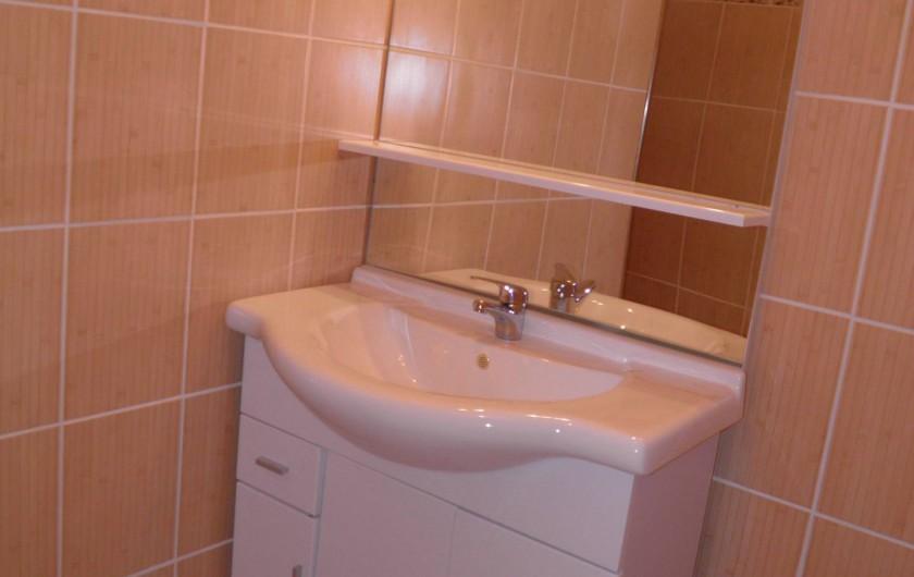 Location de vacances - Appartement à Pianottoli-Caldarello - salle de bain (douche)