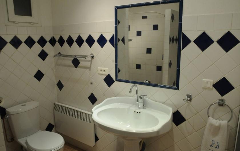 Location de vacances - Mas à Althen-des-Paluds - Salle de bain avec douche et WC