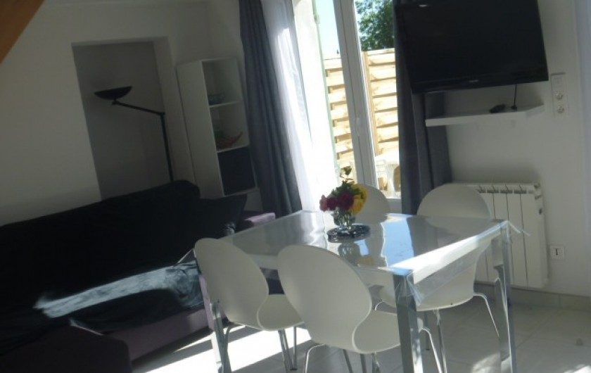 Location de vacances - Gîte à Manosque - Coin télévision avec canapé d'angle