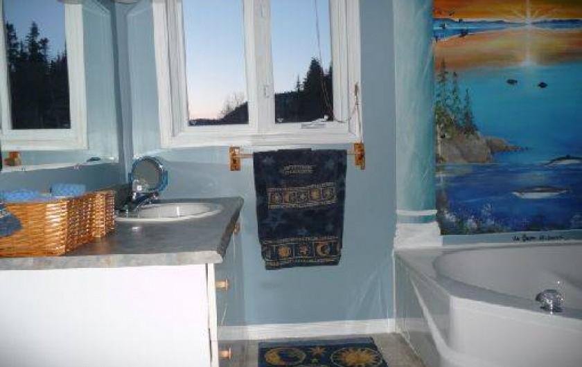 Location de vacances - Chalet à Franquelin - Salle de bain complète.