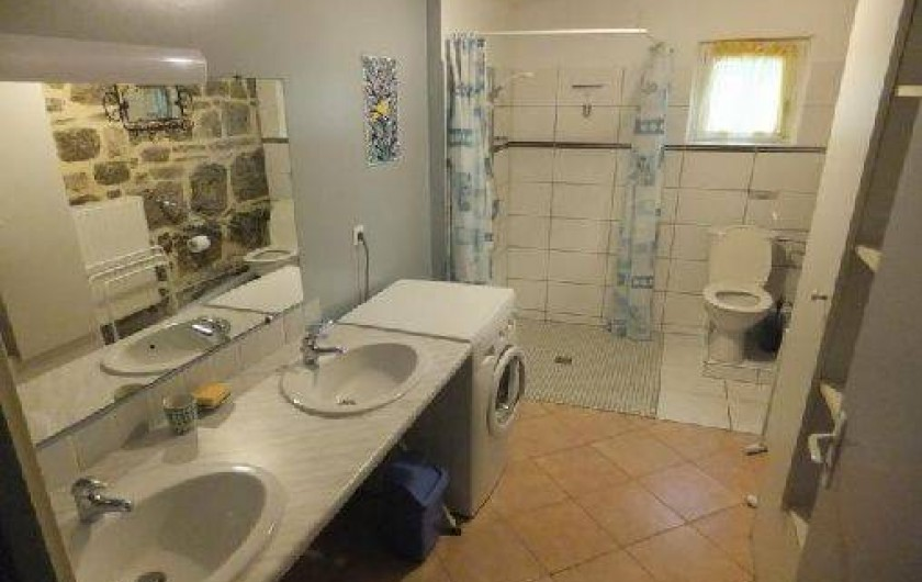 Location de vacances - Gîte à Mechmont - Salle d'eau - Douche à l'italienne -Accès fauteuil roulant