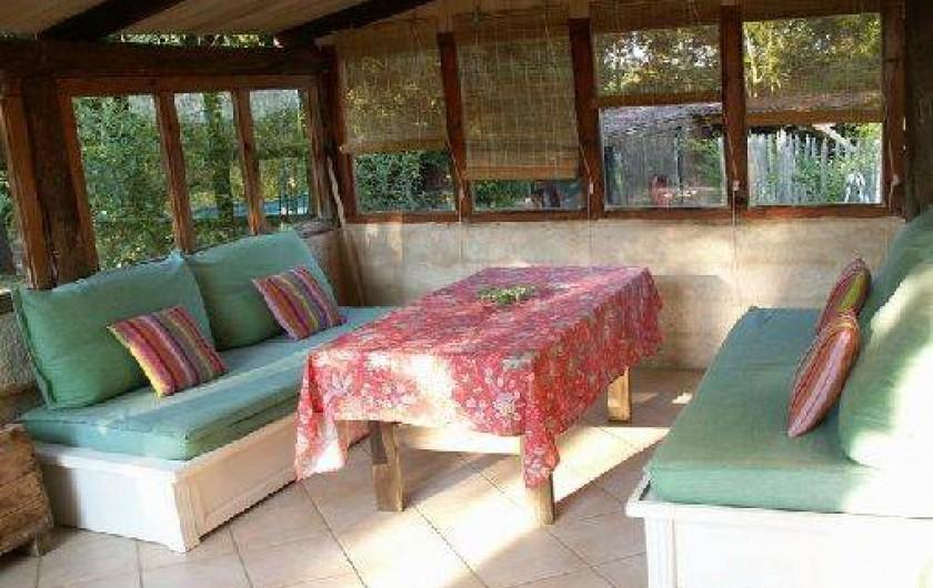 Location de vacances - Gîte à Mechmont - Terrasse couverte