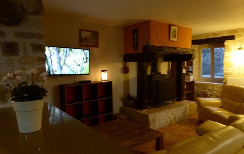 Location de vacances - Gîte à Mechmont - Salon- cheminée- écran plat
