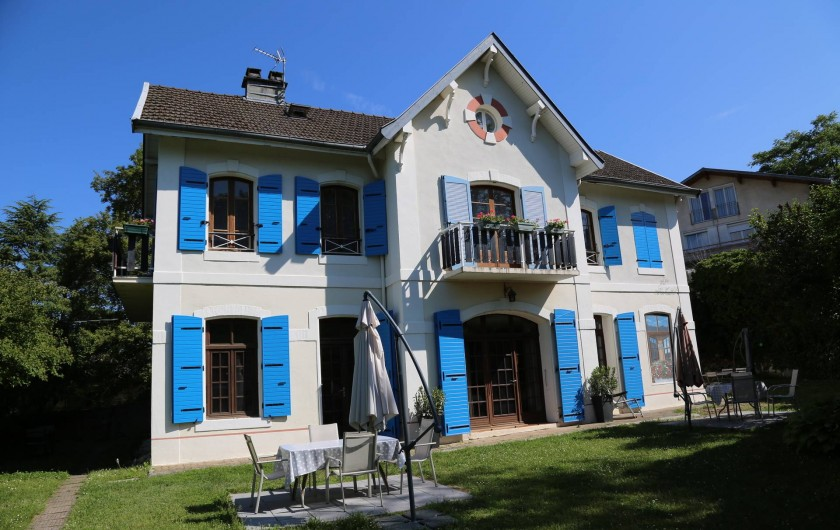 Location de vacances - Villa à Aix-les-Bains - Villa sur 2 étages avec 8 studios et appartements dans son écrin de verdure.