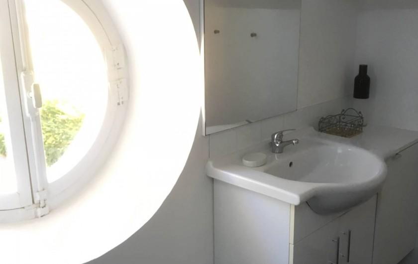 Location de vacances - Villa à Aix-les-Bains - La salle de bain douche wc du studio 4