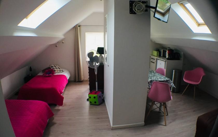 Location de vacances - Villa à Aix-les-Bains - La chambre et cuisine ouverte du studio 4