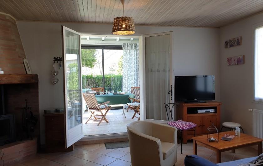 Location de vacances - Gîte à Lafrançaise - Accès direct à la véranda très agréable.