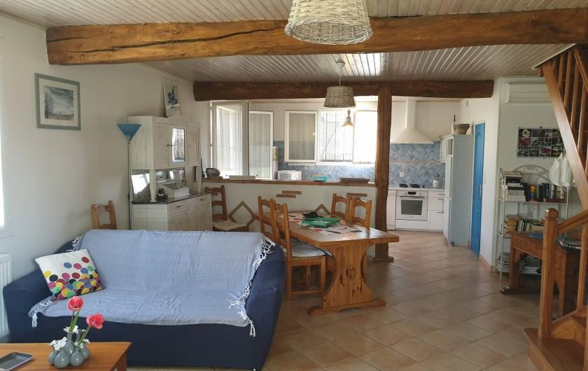 Location de vacances - Gîte à Lafrançaise - Séjour salon avec l'accès à la terrasse véranda par une porte vitrée.