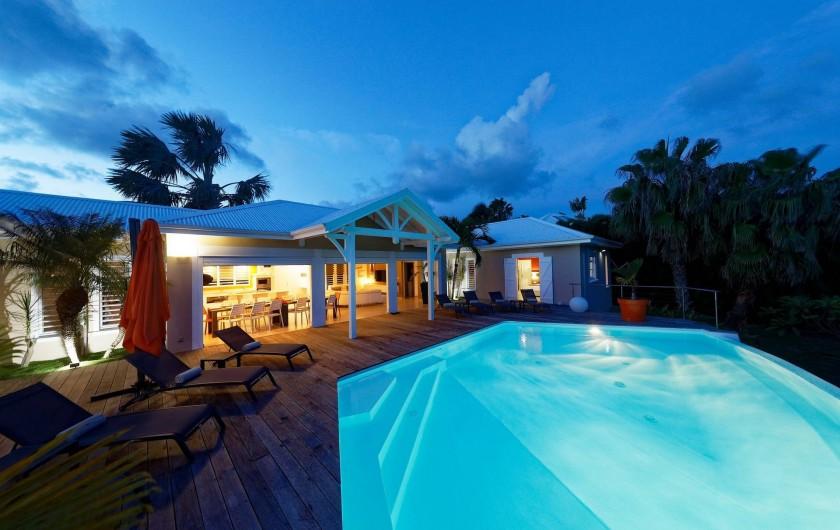Location de vacances - Villa à Sainte-Anne - vue la nuit
