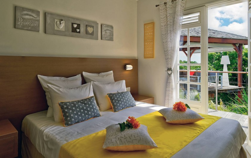 Location de vacances - Villa à Sainte-Anne - chambre jaune