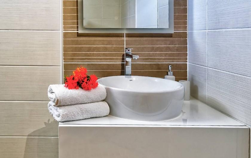 Location de vacances - Villa à Sainte-Anne - salle d'eau loft