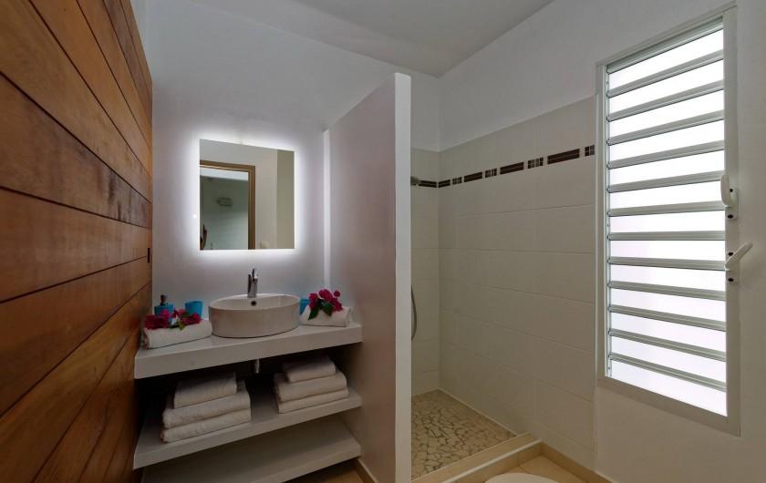 Location de vacances - Villa à Sainte-Anne - salle d'eau