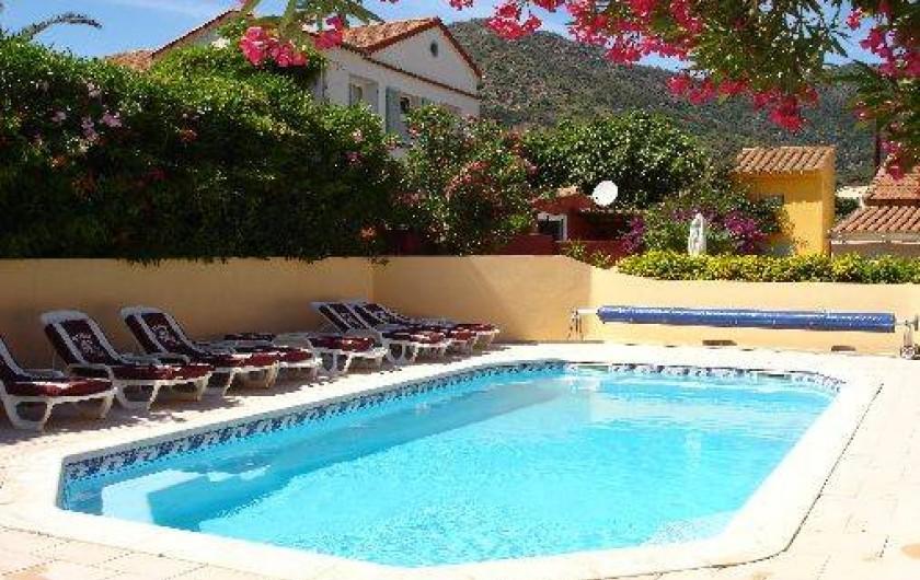Location de vacances - Appartement à Le Lavandou - Grande piscine (chauffée)