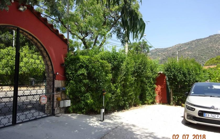 Location de vacances - Appartement à Le Lavandou - Parking privatise