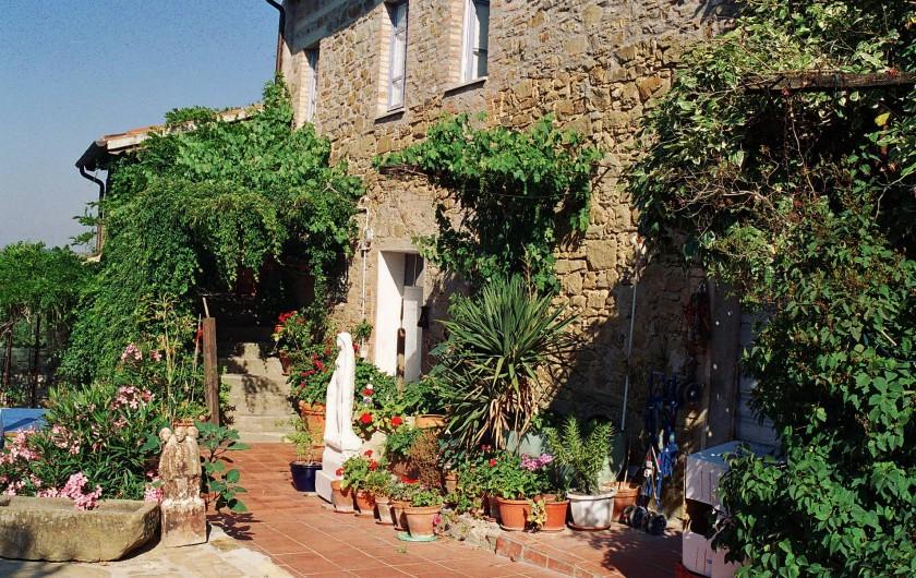 Location de vacances - Appartement à Castel Rigone - Vue extérieure La Rogaia