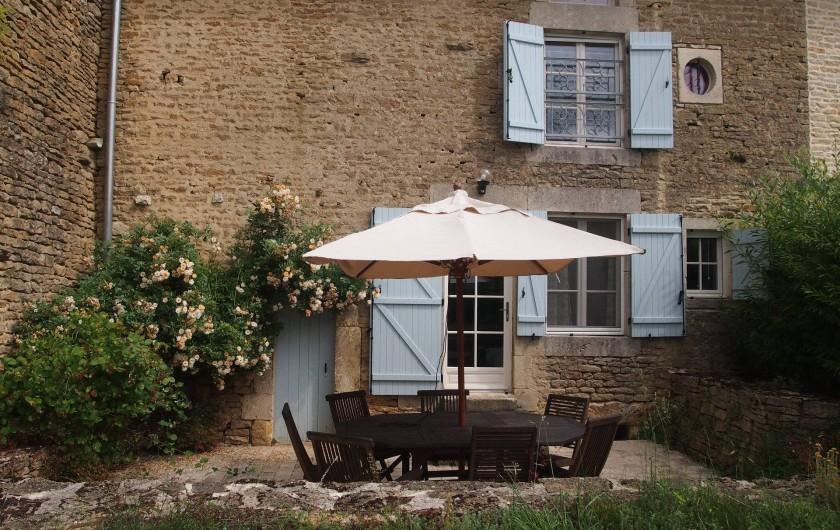Location de vacances - Gîte à Chantraines - Terrasse, donne sur le jardin