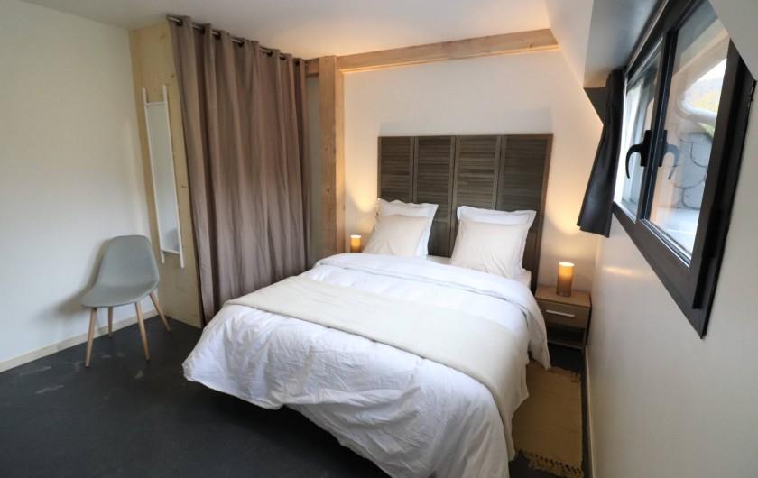 Location de vacances - Gîte à Vic-sur-Cère - Chambre 1 espace nuit rez-de-chaussée haut (lit 160 x 200)