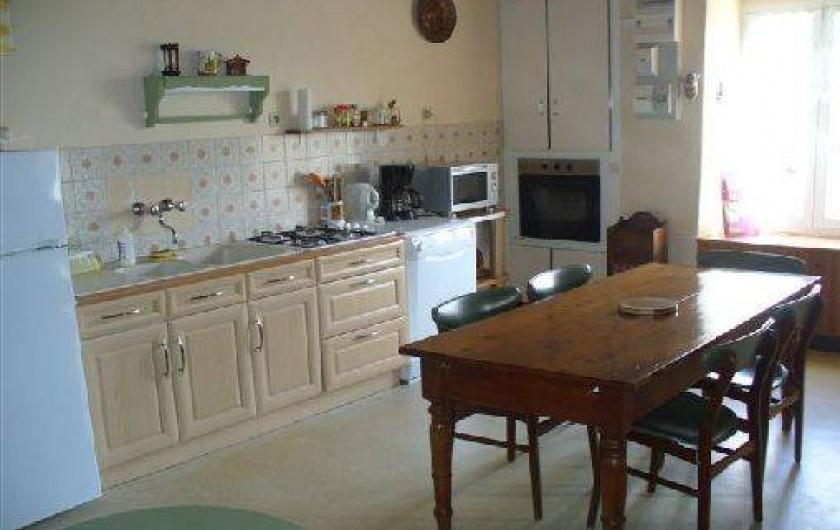 Location de vacances - Maison - Villa à Moncoutant-sur-Sèvre - Côté cuisine / salle à manger