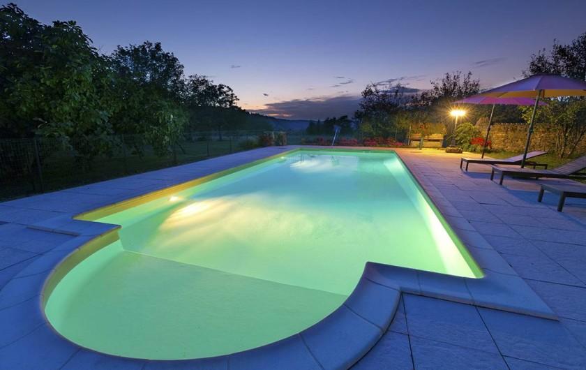 Location de vacances - Gîte à Loubressac - Piscine sécurisée. Dimensions : 12m X 5m. Traitement au sel.