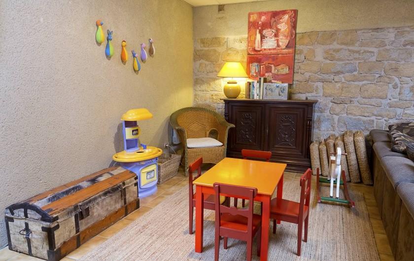 Location de vacances - Gîte à Loubressac - Espace de jeux pour les enfants dans le salon.