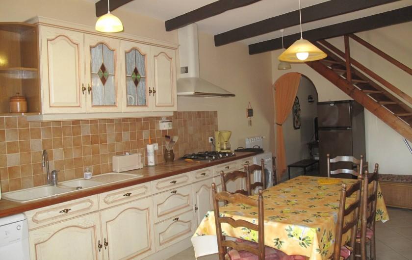 Location de vacances - Gîte à Lapalud - cuisine salle à manger