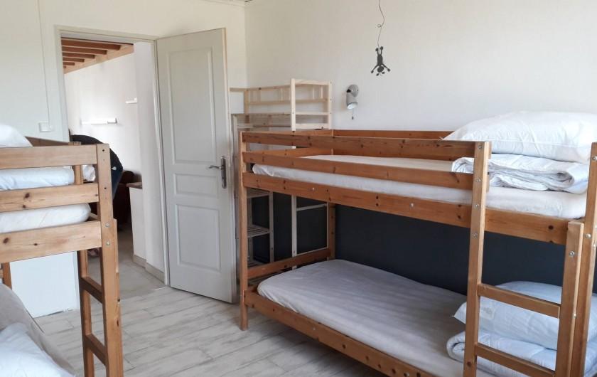 """Location de vacances - Gîte à La Force - """"Les Bricous"""" Chambre 2 (lits 4*90)"""