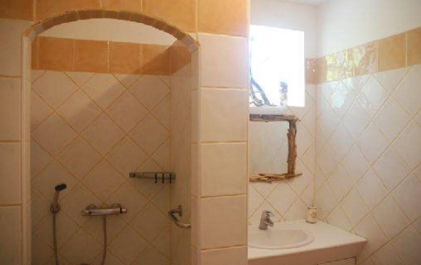 Location de vacances - Villa à Le Puy-Sainte-Réparade - Salle d'eau