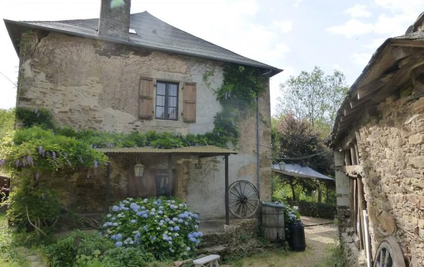 Location de vacances - Gîte à Saint-Hilaire-Peyroux - Façade ouest