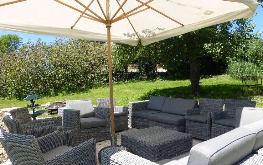 Location de vacances - Gîte à Saint-Hilaire-Peyroux - le confort dans la nature, au calme, entouré de végétation