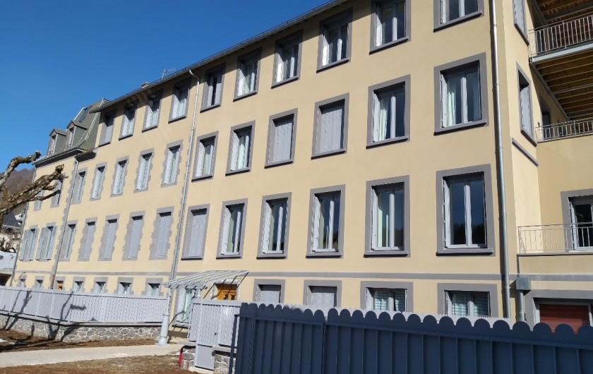 Location de vacances - Appartement à Le Mont-Dore - Coté avenue Wilson Coté cour intérieur -parking privé