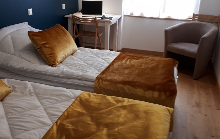 Location de vacances - Appartement à Le Mont-Dore - chambre 1 de 14m²  bureau - fauteuil club