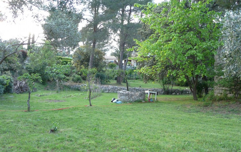 Location de vacances - Chambre d'hôtes à Velaux - Fond du jardin