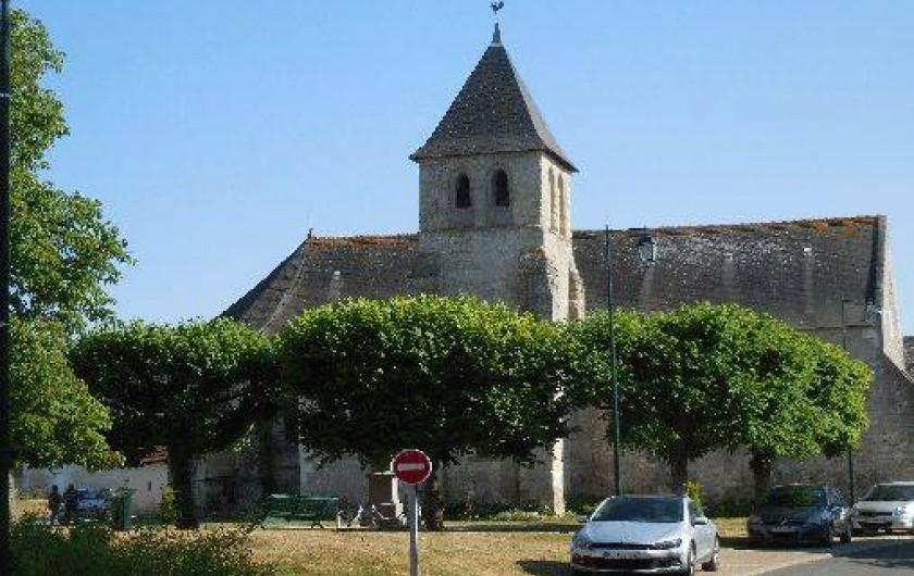 Location de vacances - Maison - Villa à Le Liège - la vue sur l'église du XV ème siècle