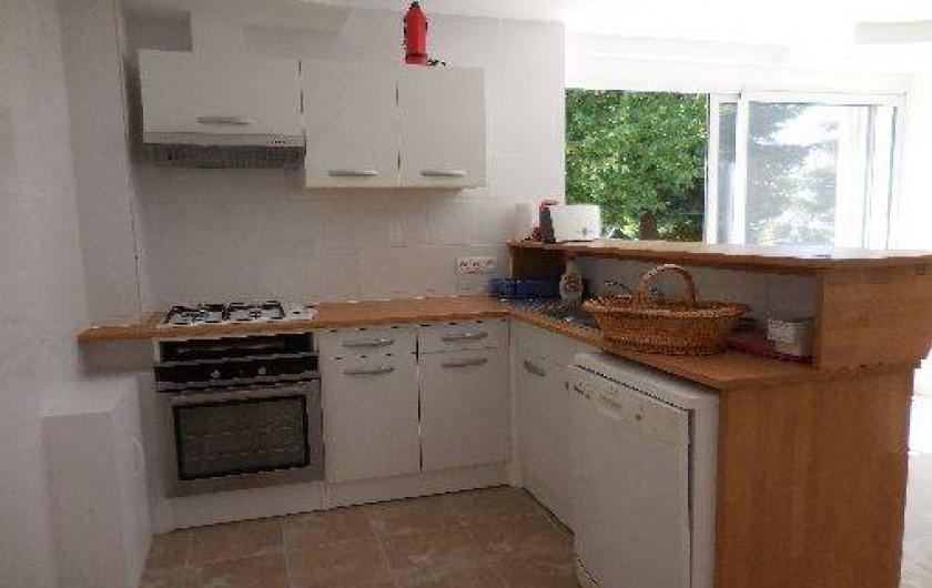 Location de vacances - Maison - Villa à Le Liège - la cuisine très spacieuse est soigneusement équipée