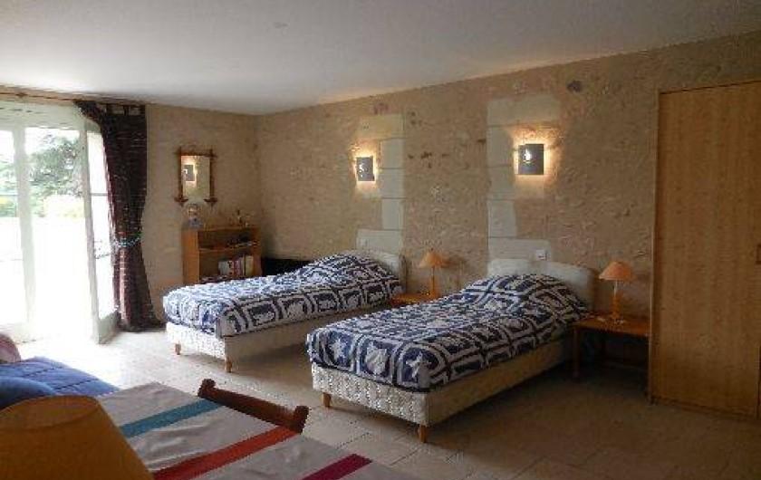 Location de vacances - Maison - Villa à Le Liège - la chambre 2 est idéale pour les enfants, 3 lits simples, et une salle de bains