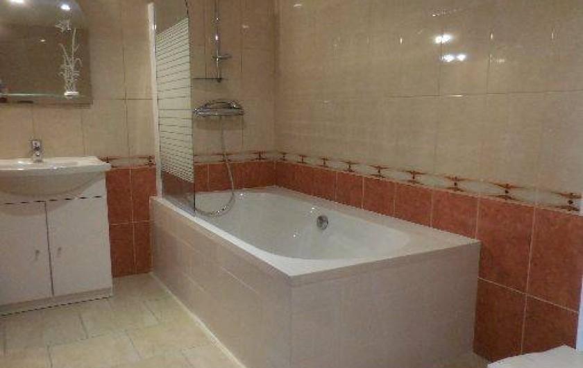 Location de vacances - Maison - Villa à Le Liège - la salle de bains de la chambre 2 avec également ses WC particuliers