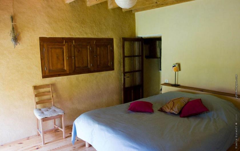 Location de vacances - Gîte à Bourrou - Chambre 1 theleme