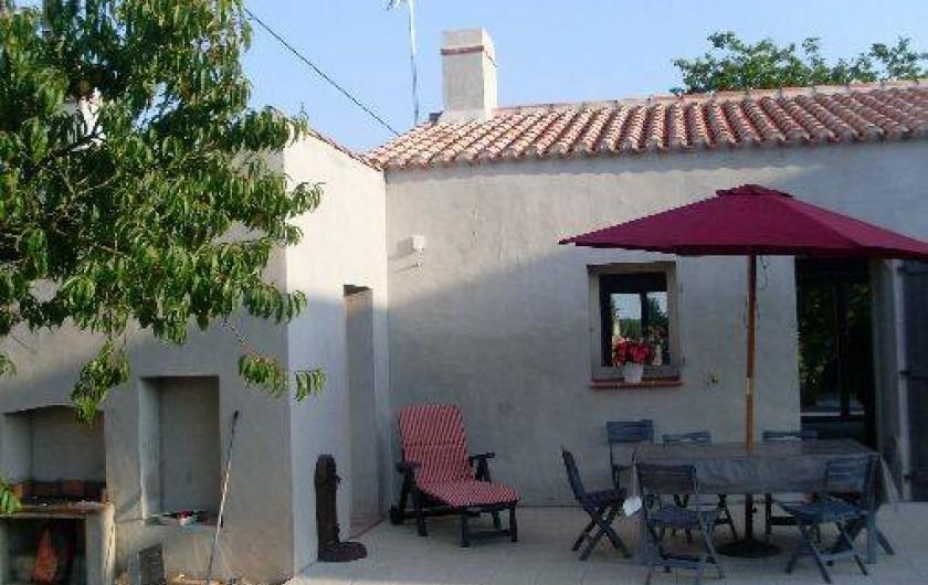 Location de vacances - Gîte à La Garnache - Terrasse avec barbecue et Salon de Jardin