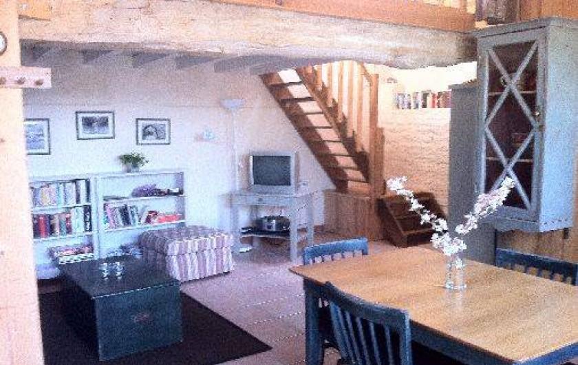 Location de vacances - Gîte à Saint-Georges-de-la-Rivière - salon lumineux et ensoleillé