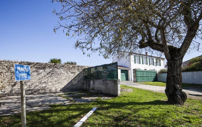 Location de vacances - Maison - Villa à Sainte-Marie-de-Ré - Le Petit Village - parking