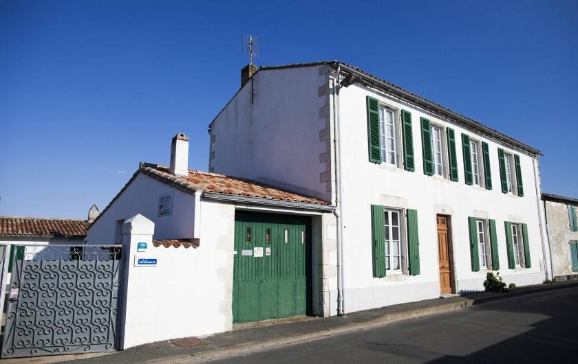 Location de vacances - Maison - Villa à Sainte-Marie-de-Ré - Le Petit Village - façade