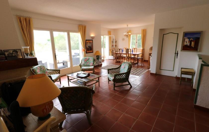 Location de vacances - Villa à Ramatuelle - Vue du salon principal.