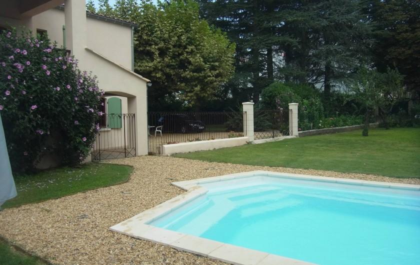 Location de vacances - Appartement à Saint-Ambroix - piscine et jardin